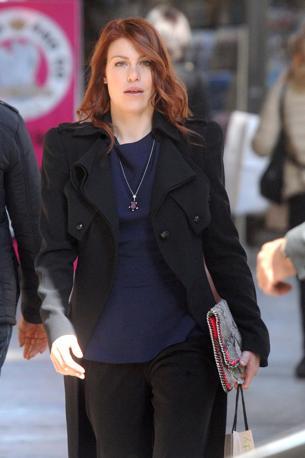Barbara Berlusconi a passeggio per le vie di Milano, sfoggia un nuovo colore di capelli (Olycom)