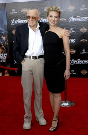 Scarlett Johansson con Stan Lee (Olycom)