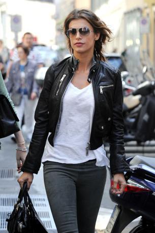 Elisabetta Canalis fa shopping nel centro di Milano (Olycom)