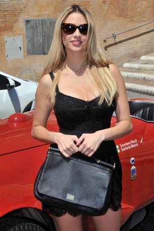 L'attrice in posa durante la presentazione della manifestazione al Campidoglio, a Roma. (Olympia)