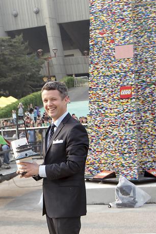 Il principe di Danimarca Frederik all'inaugurazione della torre (Reuters/Sang-hoon)