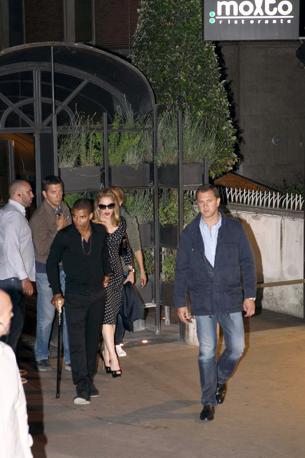 """Madonna e il fidanzato Brahim Zaibat a Roma escono dal celebre ristorante """"Molto"""" (Olycom)"""