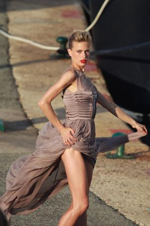 La bellissima Karolina Kurkova photo shooting a Saint Tropez (Olycom)