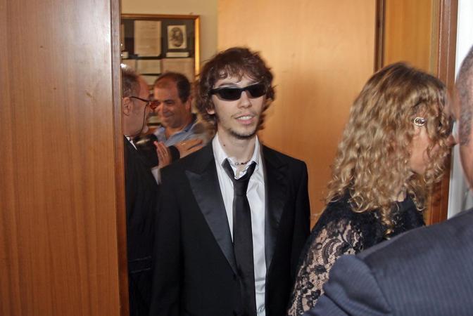 Laura Schmidt e il figlio Luca (Ansa/Baracchi)