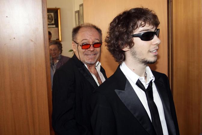 Vasco Rossi con il figlio Luca, 21 anni (Ansa/Baracchi)