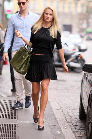 Michelle Hunziker in centro a Milano per fare shopping (Olycom)