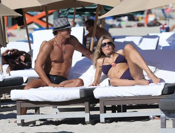 Rita Rusic, con il suo nuovo giovane fidanzato si gode un vacanza al sole di Miami (Olycom)