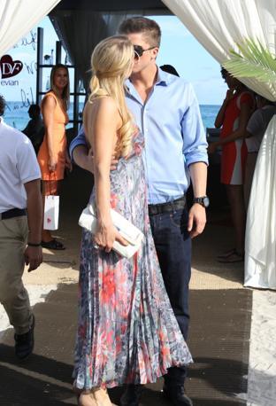 """Vacanza """"hot"""" a Miami Beach per Paris Hilton e il fidanzato River Viiperi (Olycom)"""