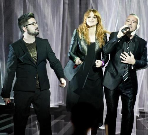 I due finalisti di X Factor Ics e Chiara sul palco con Eros Ramazzotti (Ansa)
