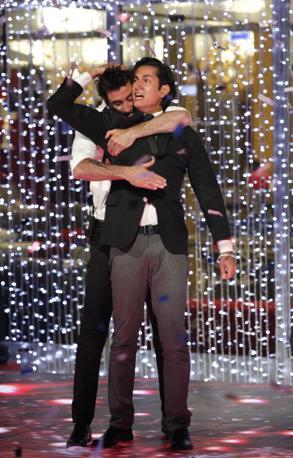 Ferdinando e Andrea al momento della proclamazione del vincitore (Ansa)