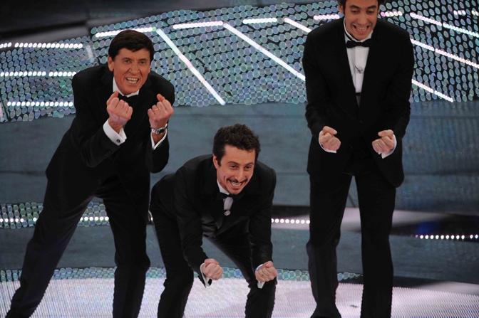 «Stiamo uniti», Luca e Paolo imitano Morandi (LaPresse)