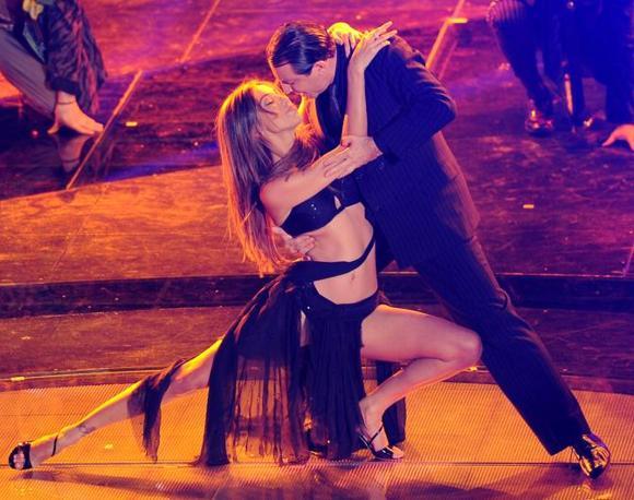 Belen Rodriguez balla il tango con il ballerino argentino Miguel Angel Zotto   (Ansa)