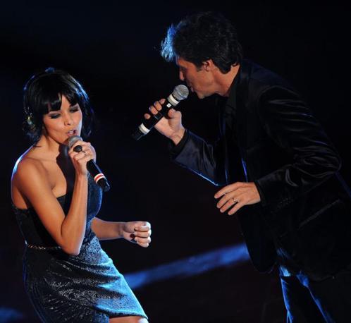 Luca Barbarossa con Raquel Del Rosario  (Ansa)