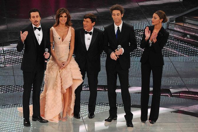 Luca BIzzarri, Elisabetta Canalis, Giani Morandi, Paolo Kessisoglu e Belen Rodriguez (LaPresse)