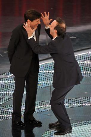 Benigni sul palco con Morandi (Milestone Media)