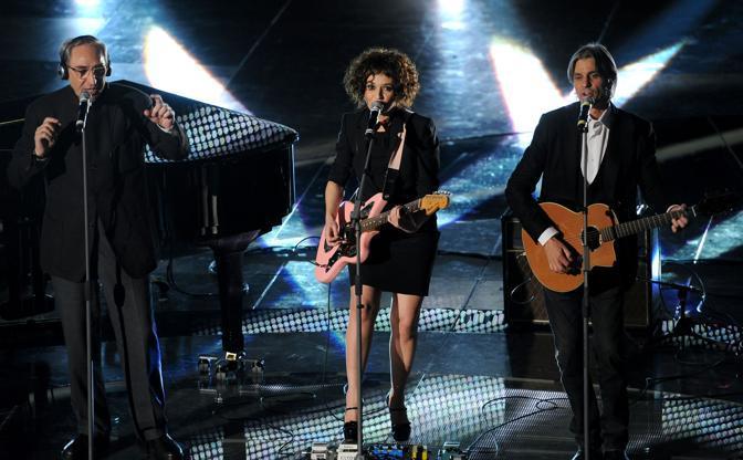 Luca Madonia e Franco Battiato con Carmen Consoli (Ansa)