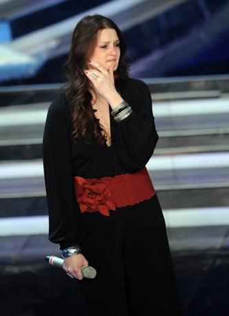 Lacrime di commozione per Irene Fornaciari che ha cantato in coppia con Brian May (Ansa)