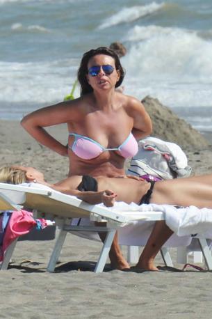 Paola Perego Sulla Spiaggia A Fregene