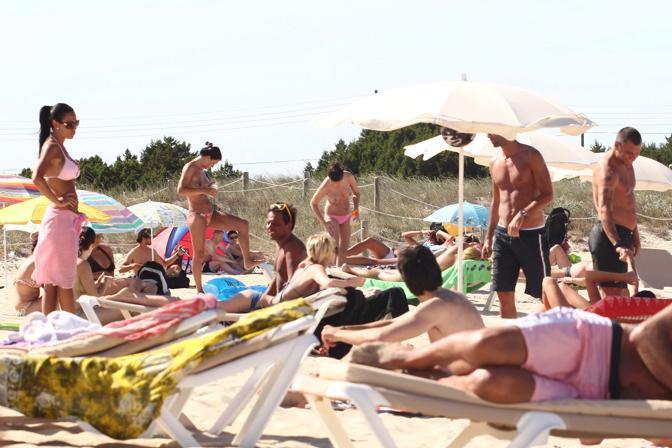 La consigliera regionale lombarda e l'ex bomber dell'Inter si sono ritrovati vicini d'ombrellone sull'isola spagnola (Olycom)
