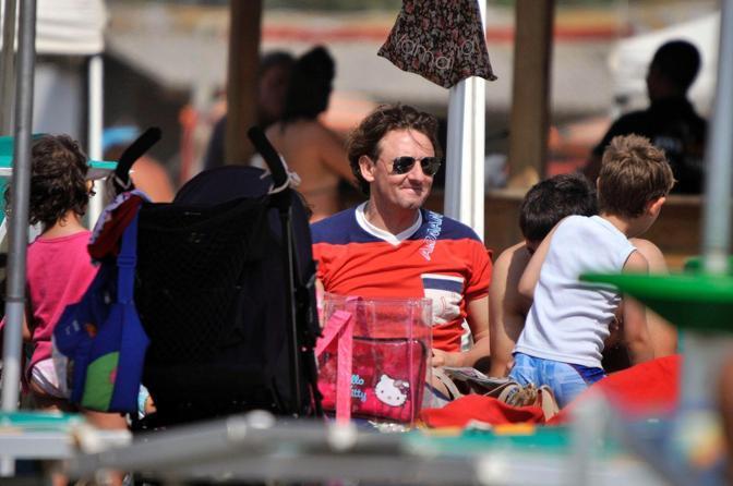 Signori si concede una giornata di relax in famiglia a Fregene dopo il recente scandalo legato al calcio scommesse (Olycom)