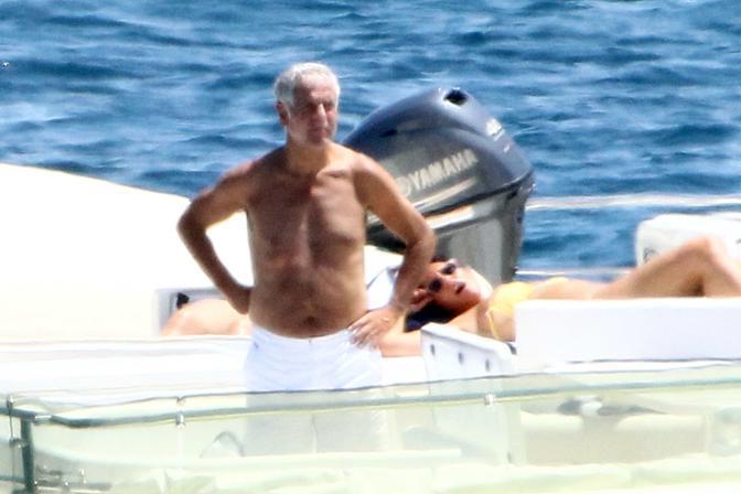 Roberto Formigoni in barca con amici a Porto Rotondo in Sardegna (Olycom)