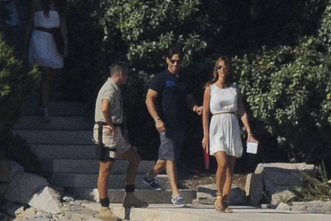 Arrivano sul pontile anche Silvia Toffanin e il compagno Piersilvio Berlusconi (LaPresse)