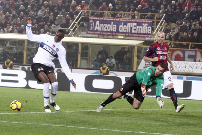 Bologna-Inter: l'interista Balotelli fallisce un'occasione da gol (Ansa)