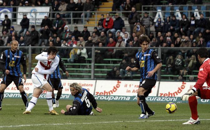 Atalanta-Inter: il gol di Milito (Reuters)