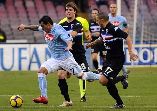 Napoli-Sampdoria: Ezequiel in azione davanti a Palumbo (Ap)