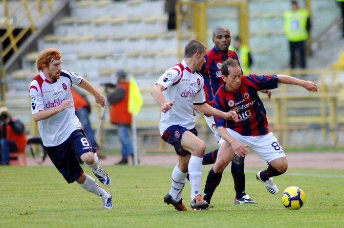 Bologna-Cagliari: Adailton in azione (Lapresse)