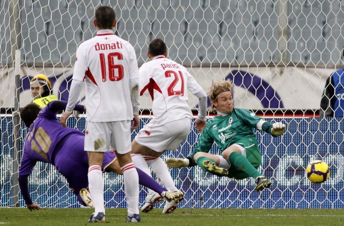 Fiorentina-Bari: il gol di Mutu (Ap)
