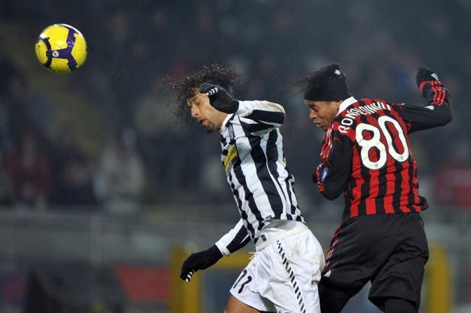 Juventus-Milan: duello aereo tra Amauri e Ronaldinho (Ap)