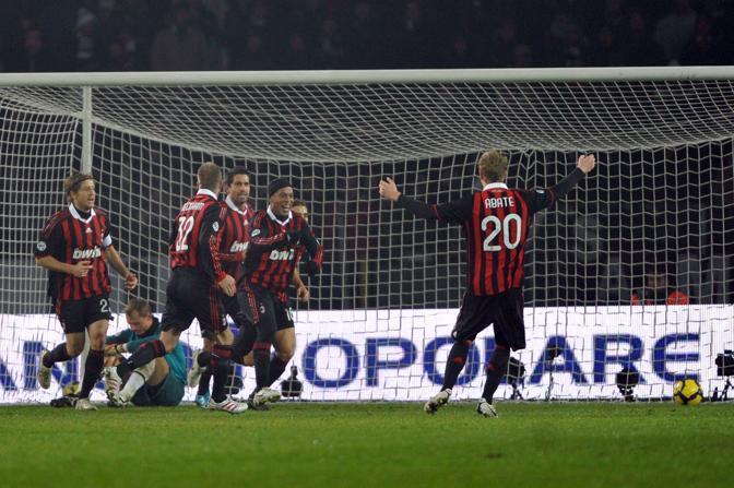 Juventus-Milan: la festa milanista dopo la doppietta di Ronaldinho (Ap)