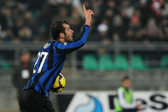 Bari-Inter 2-2: Pandev ha appena siglato il pari dell'Inter su rigore. (Image Sport)