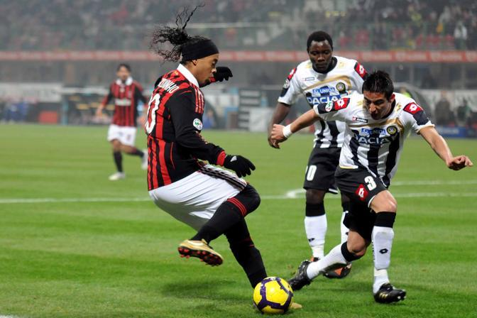 Milan-Udinese: Ronaldinho in azione (Lapresse)