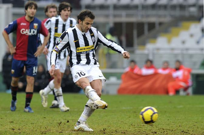 Juventus-Genoa 3-2: Del Piero segna il terzo gol della Juventus, su rigore (Reuters)