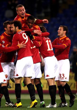Roma-Palermo: la festa dei giallorossi dopo il gol di Julio Baptista (Fotopress)
