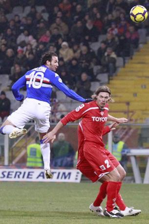 Sampdoria-Fiorentina: lo stacco vincente dell'ex Pazzini (LaPresse)
