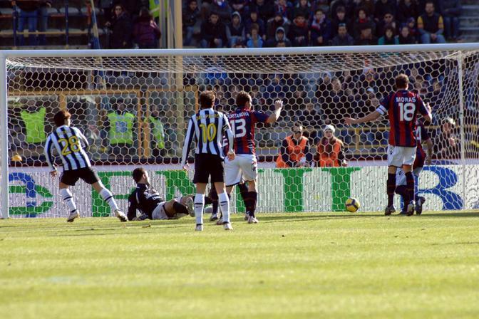 Bologna-Juventus: il gol di Diego (Ap)