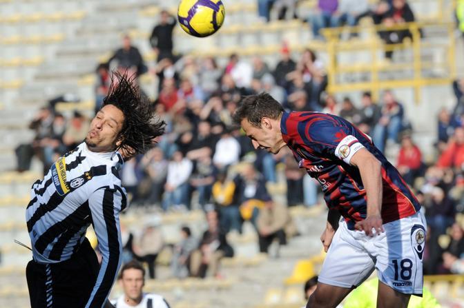 Bologna-Juventus: colpo di testa di Amauri (Afp)