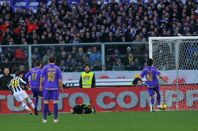 Fiorentina-Juventus: Diego segna la rete del vantaggio della Juventus all'Artemio Franchi al 2' del primo tempo (Ansa)