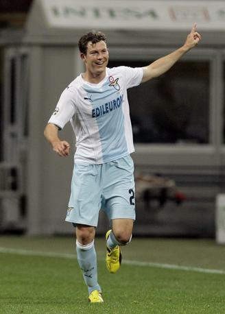 Milan-Lazio 1-1: Lichsteiner esulta dopo il suo gol del pareggio (Ansa)