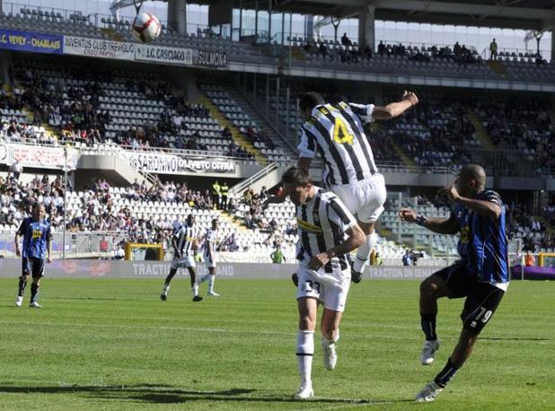 Juventus-Atalanta 2-1: lo stacco vincente di Felipe Melo (Reuters)