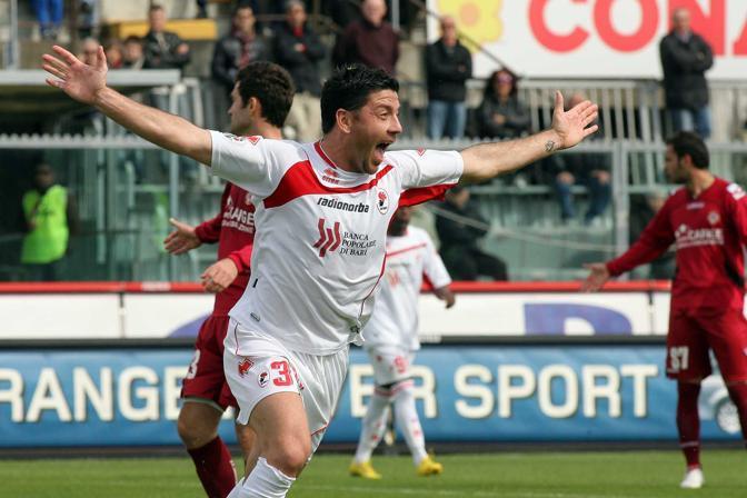 Livorno-Bari 1-1:  l'esultanza di Allegretti dopo il gol (LaPresse)