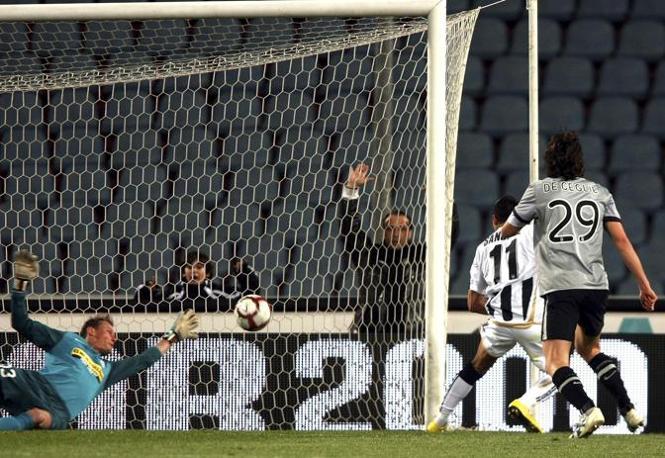 Udinese-Juventus: l gol di Alex Sanchez (Reuters)