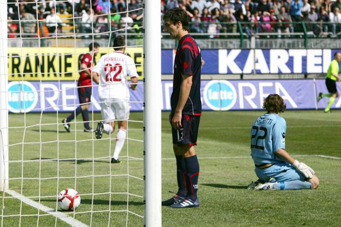 Cagliari-Milan: Davide Astori impietrito dopo il suo autogol che ha dato il vantaggio finale al Milan (Ap)