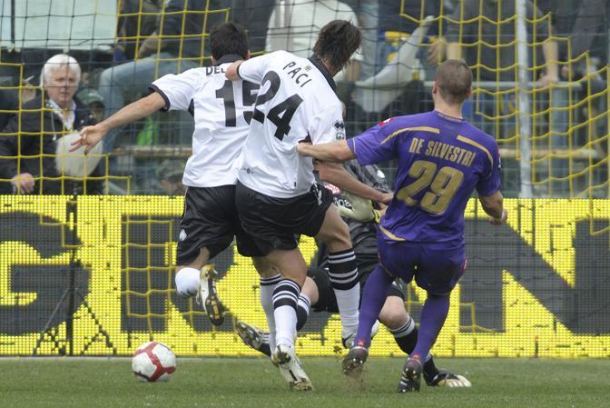 Parma-Fiorentina: la rete di De Silvestri porta in vantggio la Fiorentina nel primo tempo