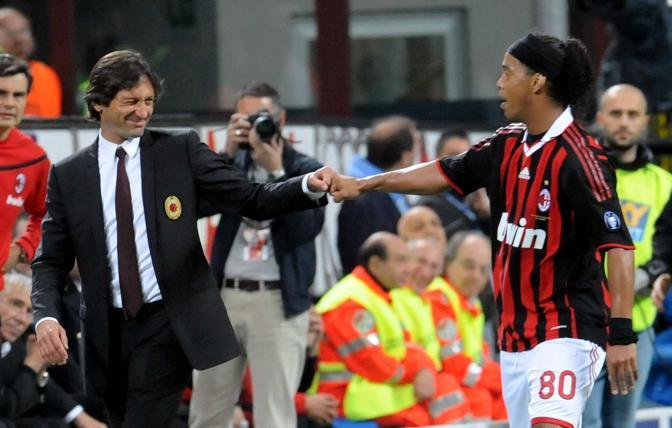 Leonardo e Ronaldinho esultano dopo il gol del 2-0 (Infophoto)