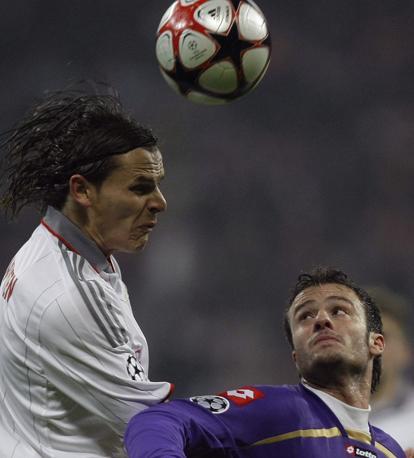 Van Buyten e Gilardino durante Bayern-Fiorentina (Reuters)
