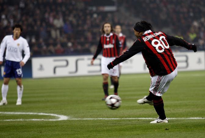 Milan-Manchester United: passano tre minuti e Ronaldinho è già in gol (Giampiero Sposito/Reuters)